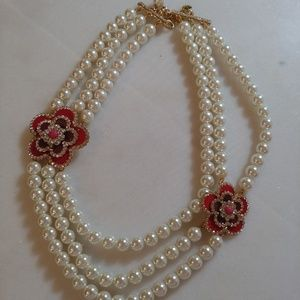 🆕 Pearl and rhinestone flower necklace